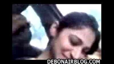 Awesome Punjabi girl from Lahore smokes and smooches her lover in car - 7 min
