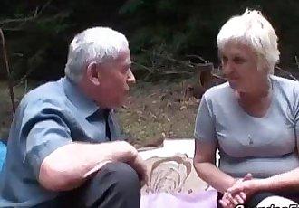 Mature slut piss and gives head - 8 min
