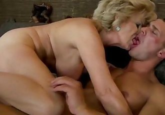 Amateur mature granny gets fucked - 6 min