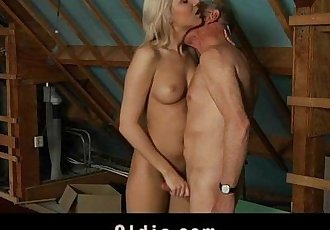 Timid old man got fucked by a gutsy young blondeHD