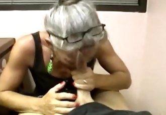 Granny loving slut giving blowjob - 7 min