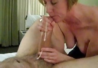 Mature mom sucking big white cock - 1 min 3 sec