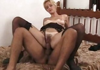Hairy mature babe pounded gard !! - 5 min