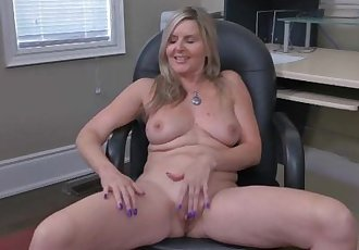 Canadian milf Velvet Skye creams her office chair