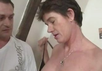 Photosession with old slut leads to threesome