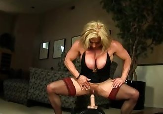 Female bodybuilder rides the powerful sybian